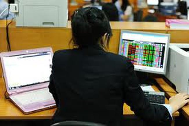 Đại gia chứng khoán thừa cơ đè thị trường?