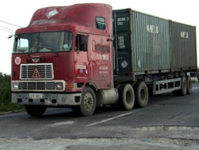 Doanh nghiệp vận tải muốn thu phí bảo trì qua xăng dầu
