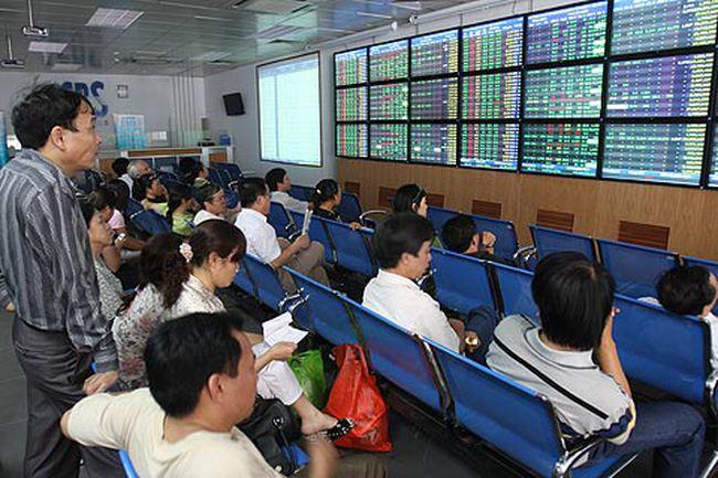 Cổ phiếu chứng khoán, BĐS tăng trần hàng loạt, VN-Index vượt 450 điểm