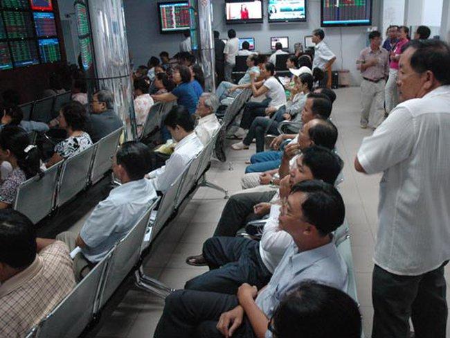 Gần 500 cổ phiếu tăng điểm, hai sàn bùng nổ cuối phiên nhờ tin từ NHNN