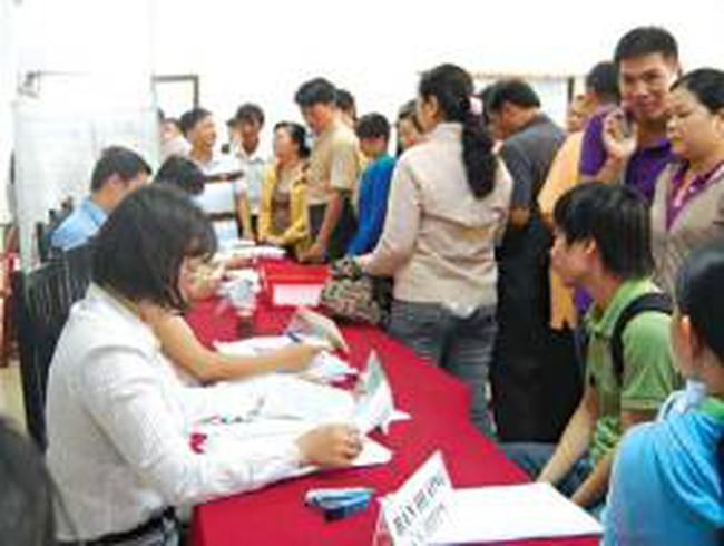 Chen chân đi đăng ký thất nghiệp