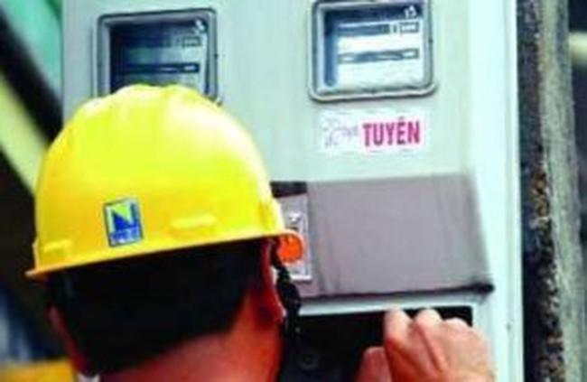 Giá xăng, điện: Nhà nước vẫn phải 'cầm cương'?