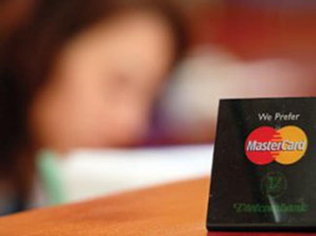 Chủ thẻ Visa, MasterCard tại Việt Nam: Lo bị rò rỉ thông tin