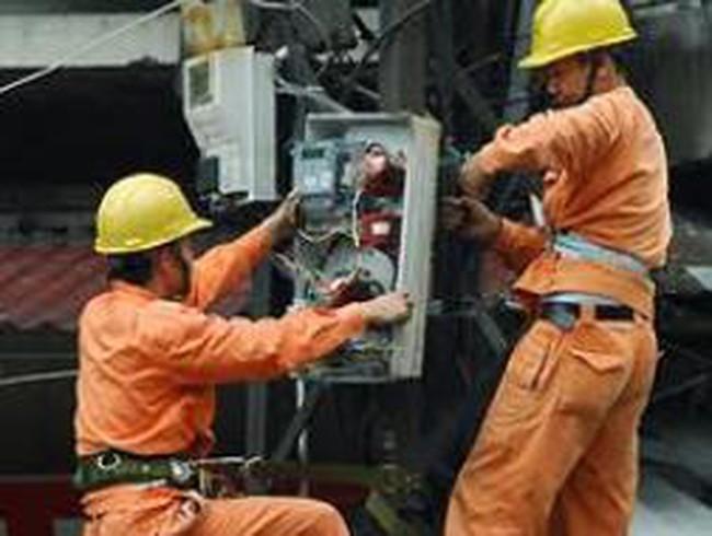 Cân nhắc việc Nhà nước định giá xăng, giá điện
