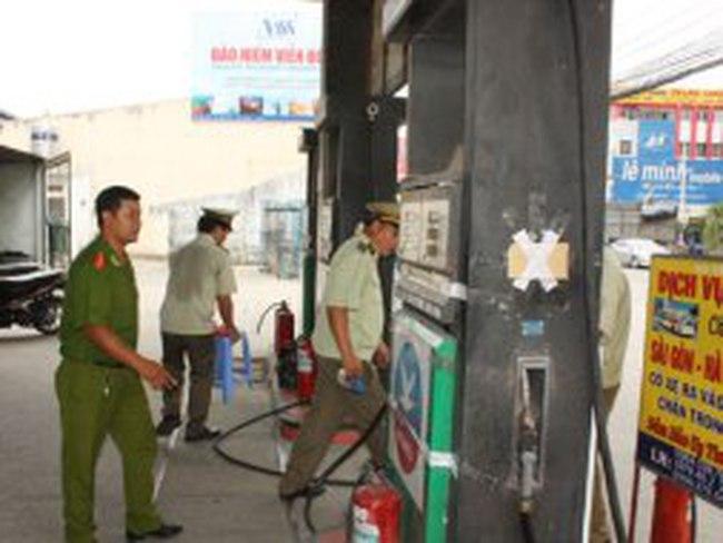 Bắt quả tang một trạm xăng dầu gian lận với số lượng lớn