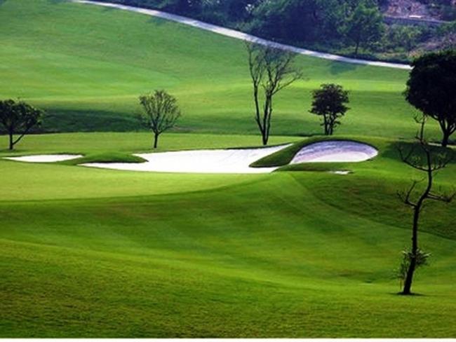 """Hà Nội: 8 dự án sân golf, resort được """"đi tiếp"""""""