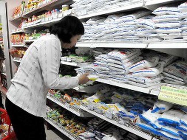 """Người tiêu dùng bị móc túi: Nhiều khâu """"ăn chặn"""""""