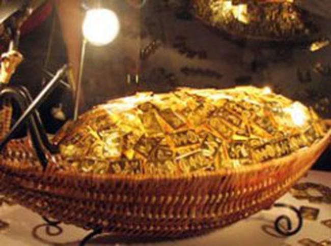 Cuối tuần, giá vàng mất hơn 1% vì bị bán mạnh