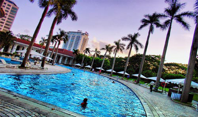 Khách sạn, resort: Việt xây Tây quản