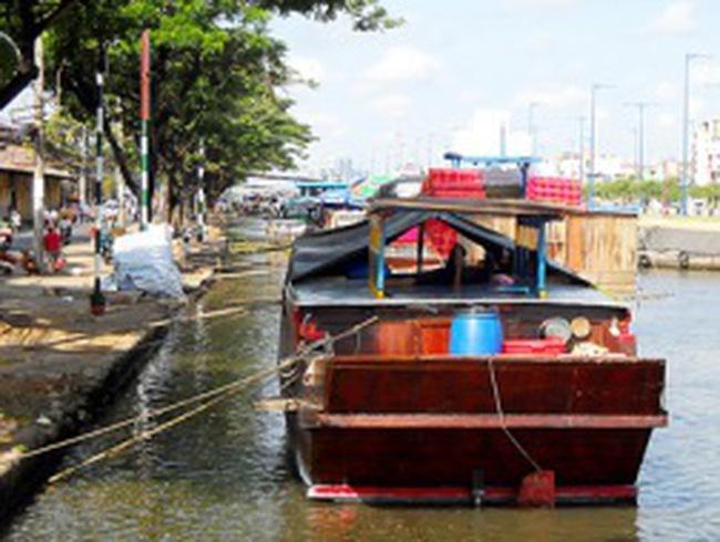 Cảng Phú Định thoi thóp vì… bến cóc!