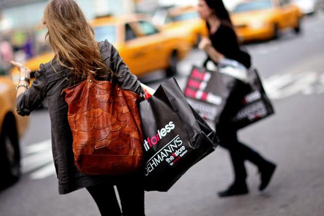 Doanh số bán lẻ tháng 3 của Mỹ tăng gấp 3 lần dự đoán