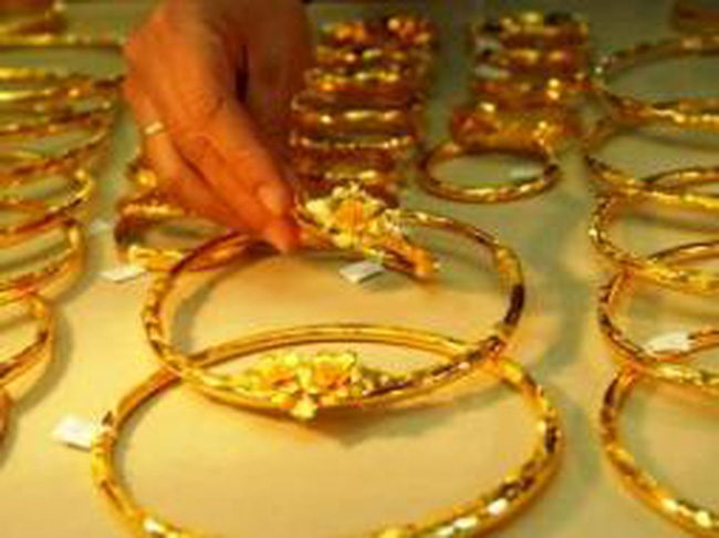 Giá vàng xuống 42,7 triệu đồng/lượng