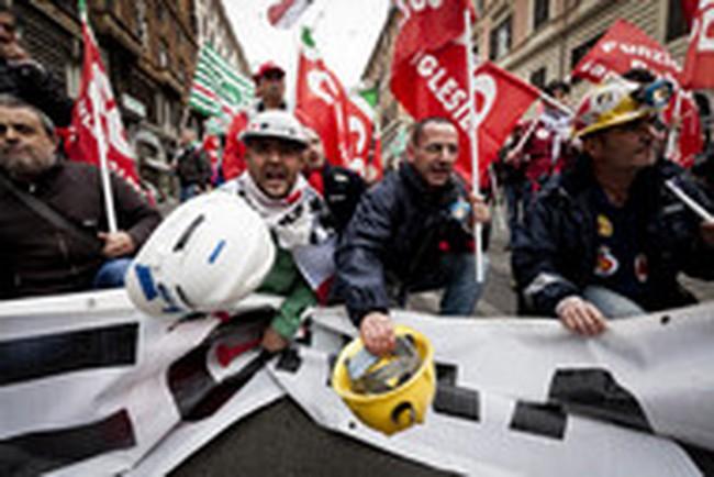 """Italia """"nối gót"""" Tây Ban Nha, lùi mục tiêu cân bằng ngân sách"""