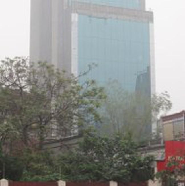 """Hà Nội: """"Nghi án"""" toà nhà 10 tầng dùng giấy phép giả"""