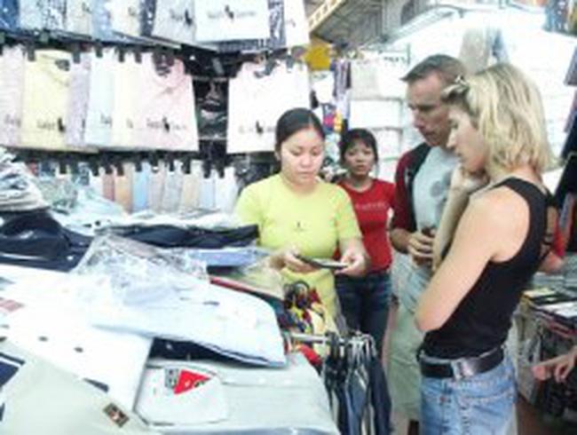 Người nước ngoài mua hàng tại Việt Nam sẽ được hoàn thuế VAT