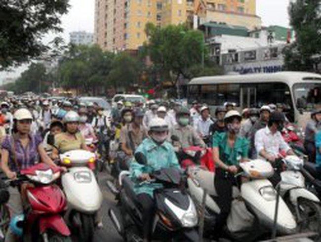 Thu phí bảo trì đường bộ: Quá gấp gáp!