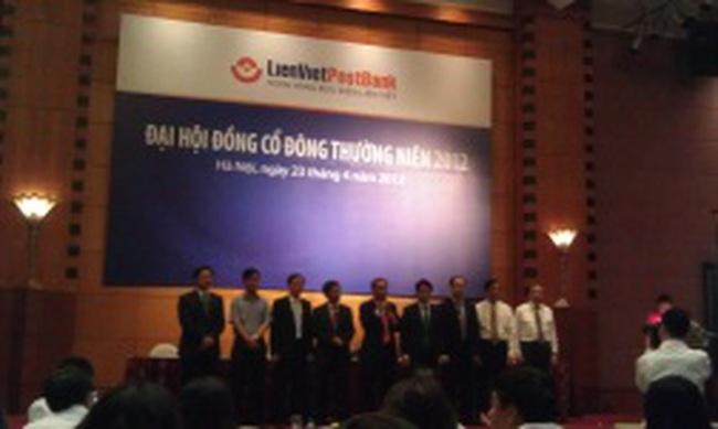 Chủ tịch Lienvietpostbank: Thu nhập của nhân viên ngân hàng cao là bất hợp lý nhưng phải chấp nhận