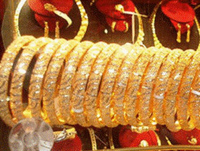 Giá vàng tiến sát 43 triệu đồng/lượng
