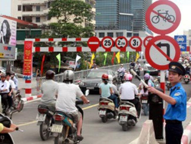 Hà Nội: Thông cầu vượt lắp ghép, đường vẫn ùn tắc