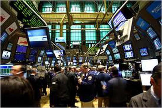 Nasdaq tăng vọt nhờ cổ phiếu Apple và cam kết của Fed