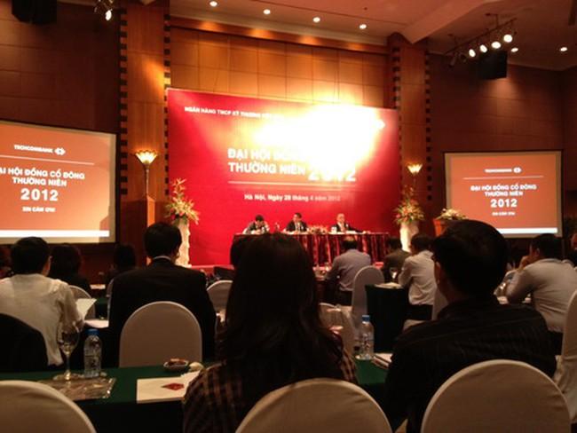 ĐHCĐ Techcombank: Ông Nguyễn Đức Vinh bất ngờ từ nhiệm thành viên HĐQT; không chia cổ tức 2011