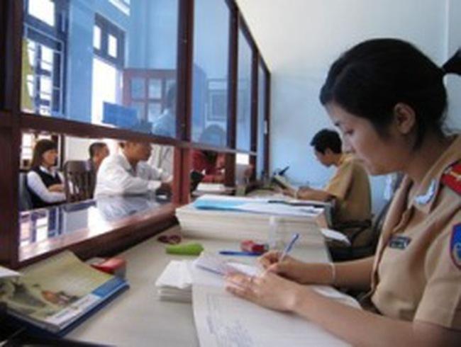 Hà Nội và TPHCM chưa cấp đổi GPLX theo mẫu mới