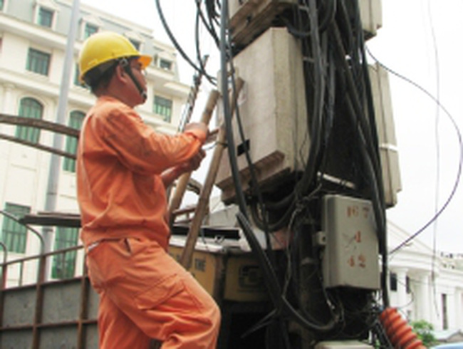 Giá điện tăng 'nhầm thời điểm', doanh nghiệp thêm suy kiệt