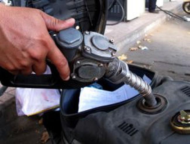 Doanh nghiệp xăng dầu trần tình chuyện giảm giá nhỏ giọt