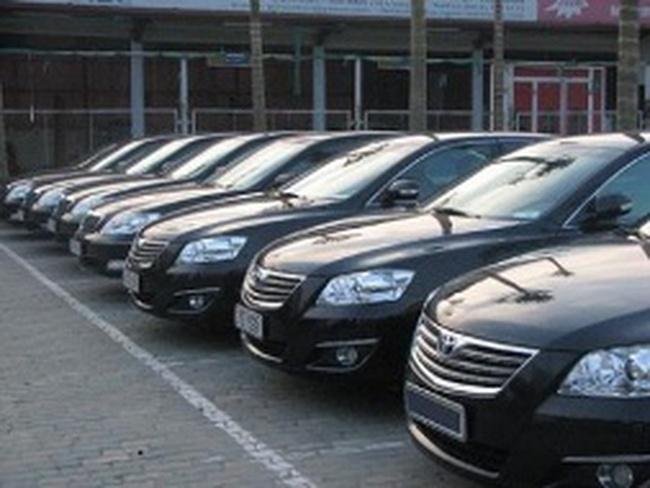 Kích cầu xe hơi: Cả đại lý và nhà sản xuất khuyến mãi