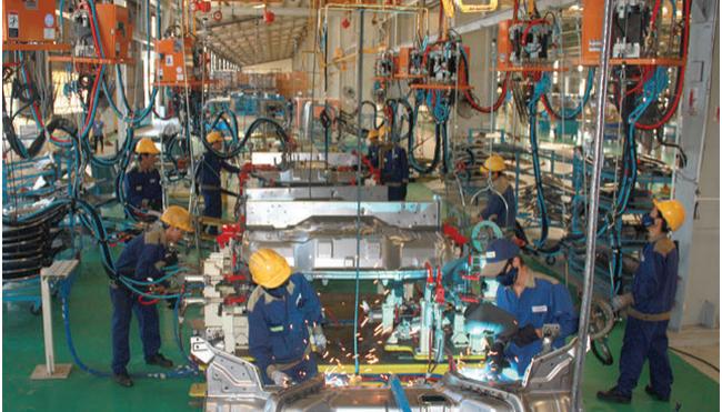 """20 năm qua, DN sản xuất lắp ráp ô tô được """"nuông chiều"""" đến mức nào?"""