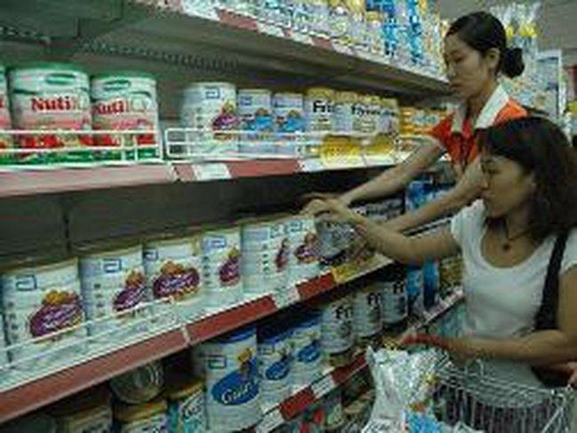 """Kiểm soát chặt việc """"biến"""" sữa thành thực phẩm dinh dưỡng"""
