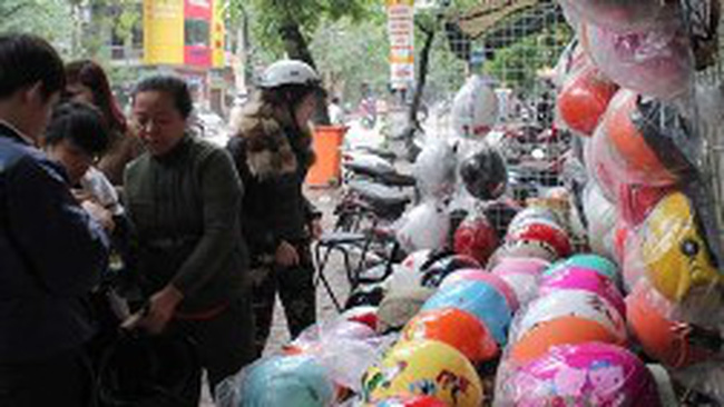 Lộn xộn thị trường mũ bảo hiểm cho trẻ em