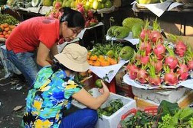 Chợ Hà Nội: giá rau xanh giảm, trái cây tăng