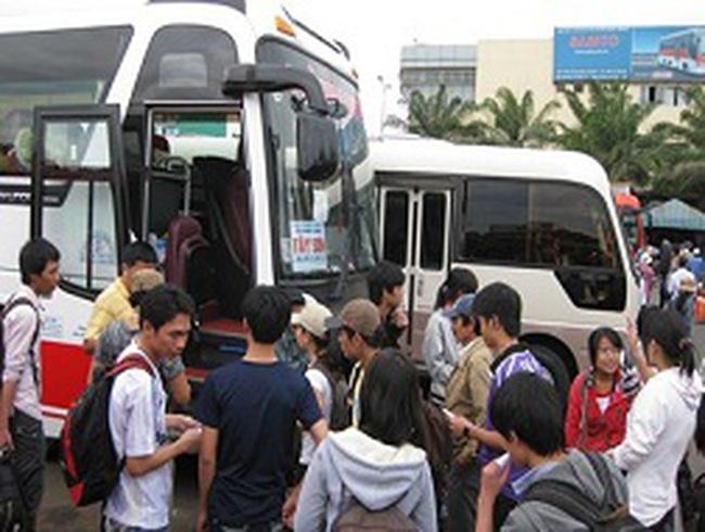 TPHCM: Tăng 40% giá vé xe khách dịp lễ 30.4