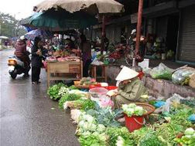 Thời tiết nóng, giá rau tăng nhưng thịt lợn giảm mạnh