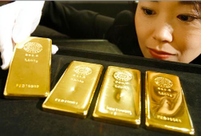 Dân Nhật đổ xô mua vàng