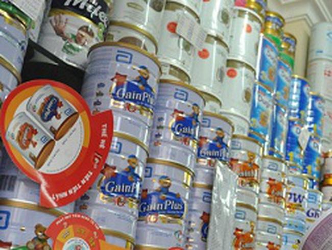 Thu hồi sữa nghi nhiễm khuẩn: Người tiêu dùng có được hỗ trợ, đền bù?