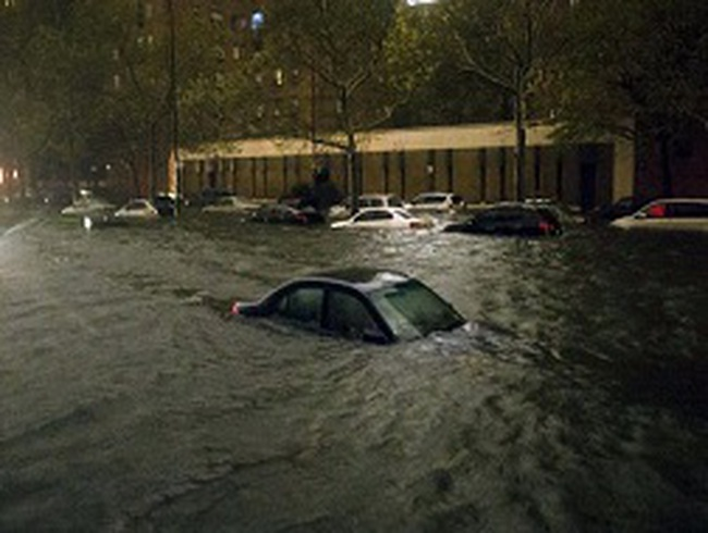 Mua ôtô nhập Mỹ dễ dính xe ngập nước vì bão Sandy