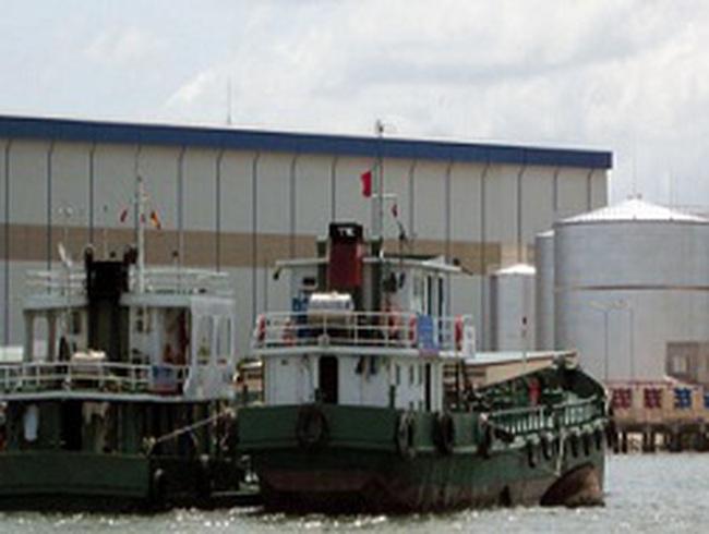 Bắt giữ tàu chở dầu số lượng lớn không chứng từ hợp lệ
