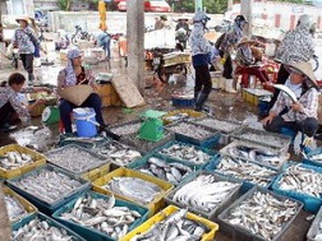 Các mặt hàng thủy hải sản tăng giá, nguồn cung giảm