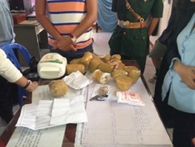 Chuyển vụ xuất lậu trên 100 lượng vàng cho cơ quan điều tra