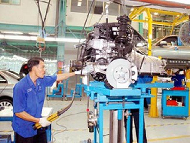 Phá sản ngành công nghiệp ô tô: Nuôi mãi không lớn