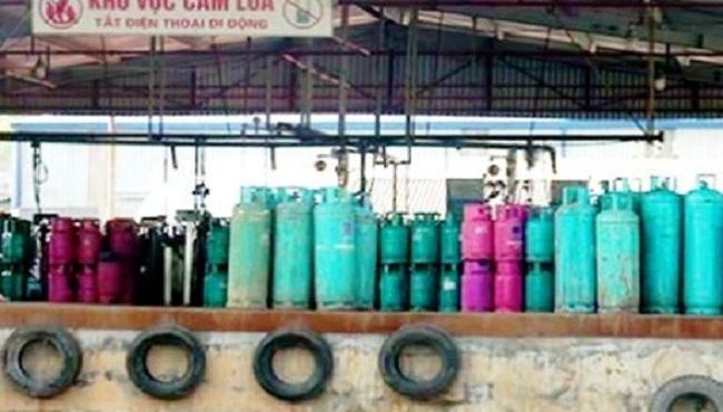 """""""Lật tẩy"""" hành vi của doanh nghiệp sang chiết gas trái phép"""