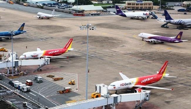 Hủy hàng loạt các chuyến bay do ảnh hưởng bão số 12