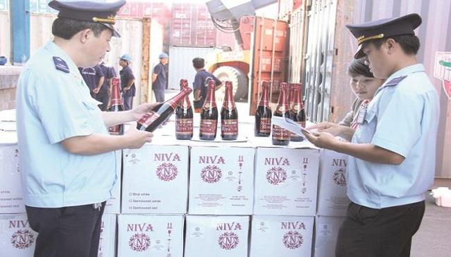 Giả mạo chứng từ để nhập khẩu rượu ngoại