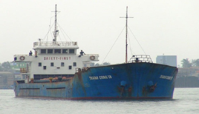 Bắt tàu chở hơn 3.000 tấn quặng không có giấy tờ