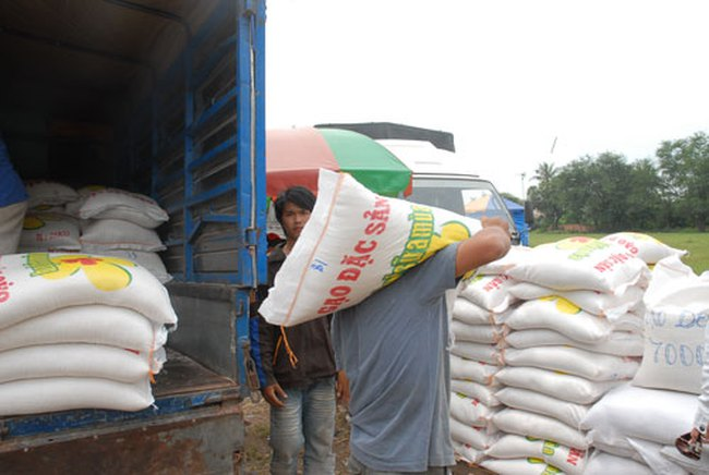 Giá gạo tiểu ngạch cao hơn chính ngạch