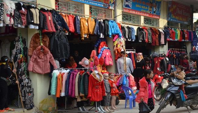 Hàng nhập lậu tràn ngập chợ quê