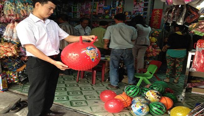 Bó tay với hàng Trung Quốc nhiễm độc