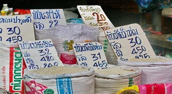 """Gạo Việt tăng giá cao kỷ lục, """"mắc bẫy"""" Thái Lan?"""